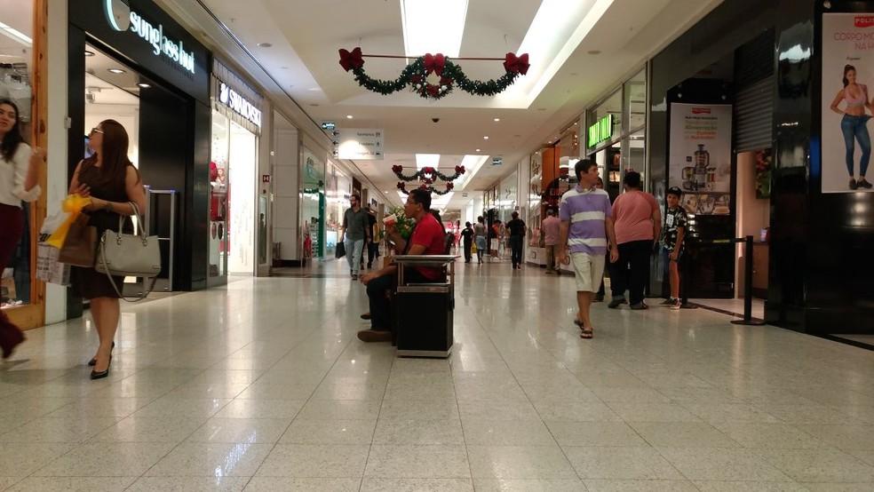 Comércio de Natal funciona em horário diferenciado no feriado do Dia de Finados. — Foto: Letícia Barreto