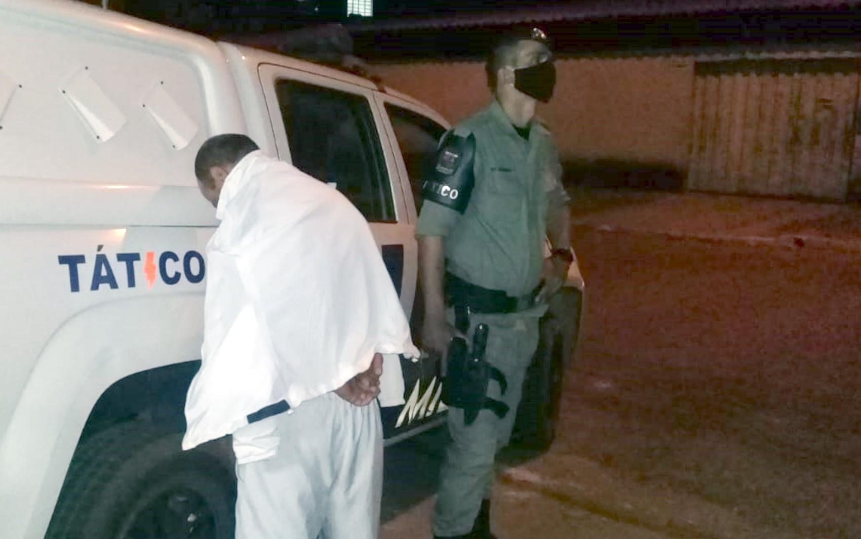 Homem é preso suspeito de usar perfil fake em rede social para pedir nudes para a sobrinha da namorada, em Goiânia