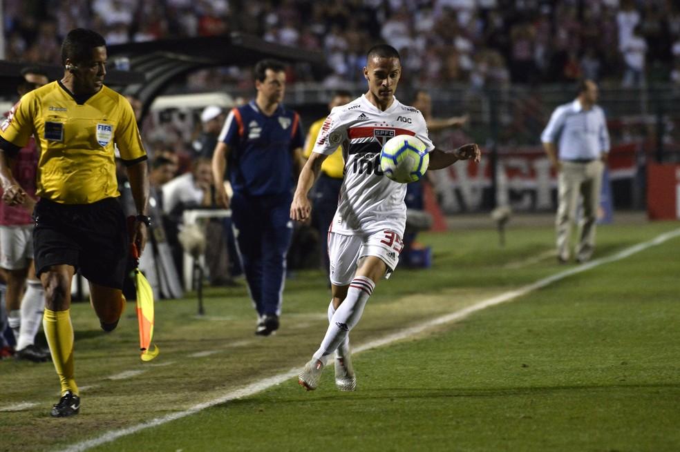 Antony deu assistência para Igor Gomes na vitória do São Paulo sobre o Fortaleza — Foto: Marcos Ribolli