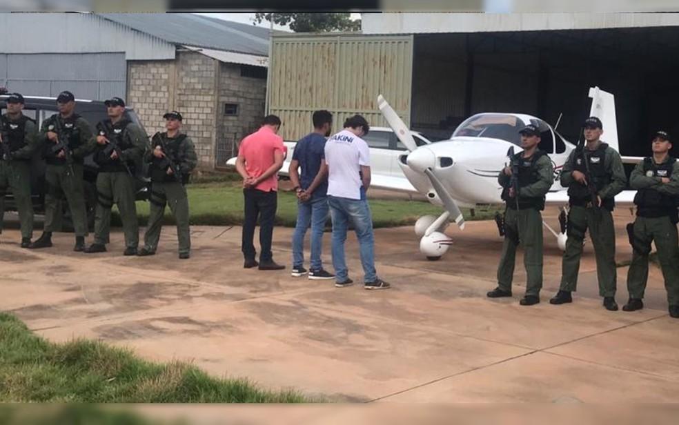 Operação da Polícia Militar e da Polícia Federal prende três homens em com carga ilegal de celular em Palmeiras de Goiás — Foto: Divulgação/ Polícia Militar