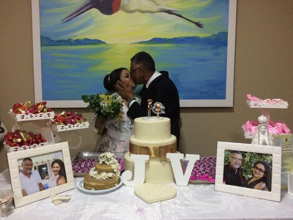 -  Casamento de Maria Vandelice e José Milton foi realizado dentro de capela no Hospital de Câncer de Mato Grosso  Foto: Bruna Barbosa/G1