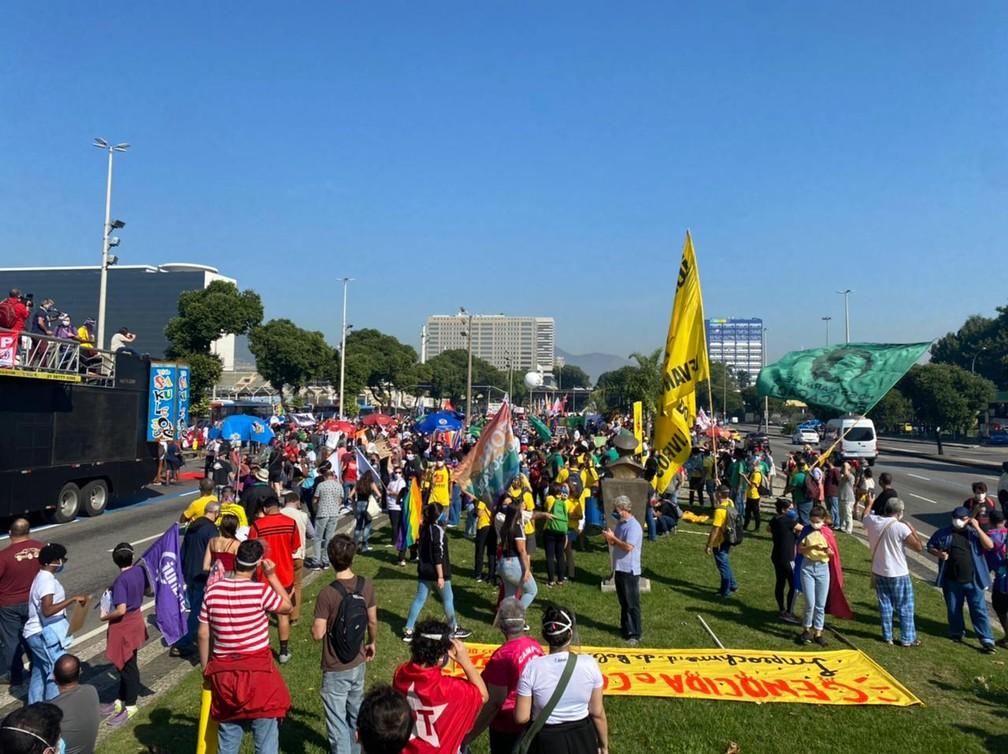 Manifestantes se reuniram no Centro do Rio, por volta das 10h deste sábado (3/7) — Foto: Arthur Guimarães / TV Globo