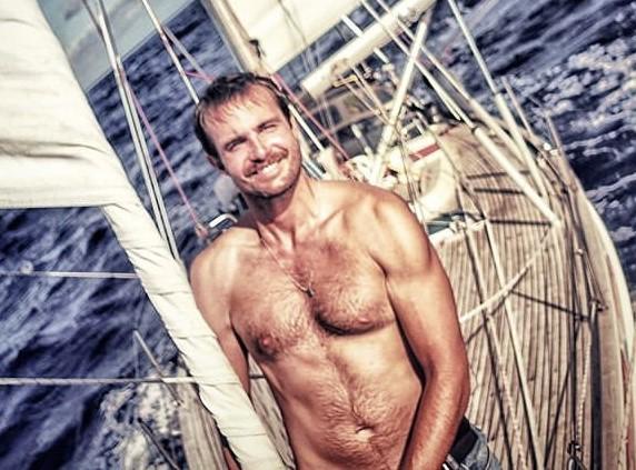Max Fercondini no seu barco (Foto: Reprodução/ Instagram)