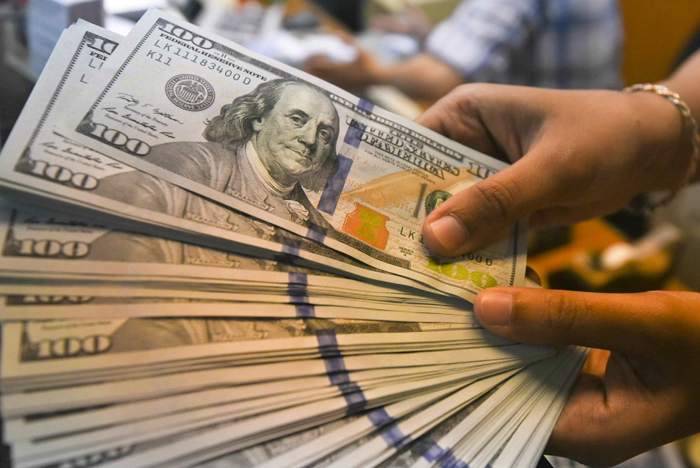Notas de dólar  (Foto: Hafidz Mubarak/Reuters)