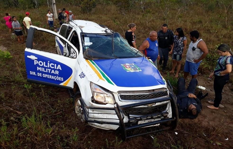 Viatura da PM capotou na BR-156 e deixou 4 militares feridos (Foto: Divulgação/6º BPM)