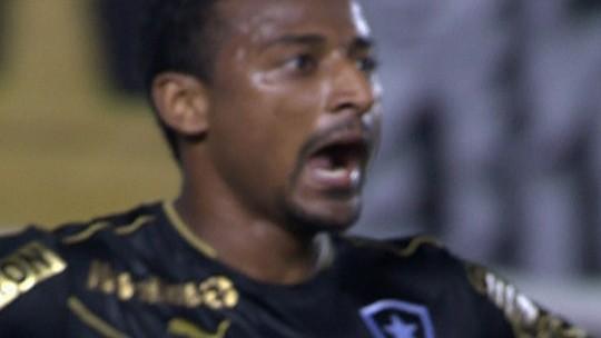 """Último herói do Botafogo na Vila lembra que quase pediu música e aposta em Erik como """"sucessor"""""""