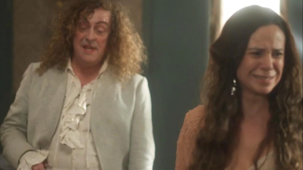 Amália (Vanessa Gerbelli) se desespera com a confissão de Sebastião (Roberto Cordovani) sobre o paradeiro de seu filho, em 'Novo Mundo' — Foto: TV Globo