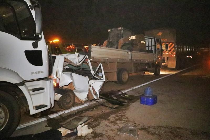 Três carretas e um carro se envolvem em acidente na BR-163 em MT