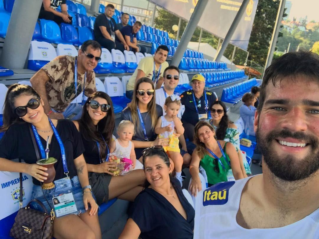 Natália Becker e família na Rússia (Foto: Reprodução / Instagram)