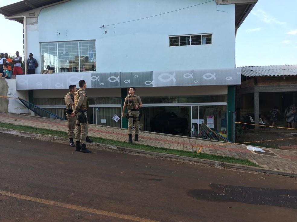 Motorista invade creche na tarde desta terça-feira (24) em Chapecó (Foto: André Zanfonatto/NSC TV)
