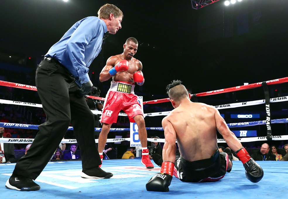Robson Conceição durante a luta contra Gavino Guaman (Foto: Mikey Williams/Top Rank)