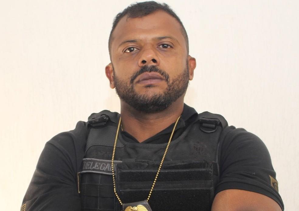 Delegado diz que 'não consegue andar na rua' após virar celebridade na web  | Santos e Região | G1