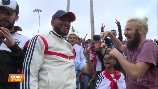 Torcedor por um dia: Cartolouco leva Reinaldo para vibrar com São Paulo na arquibancada