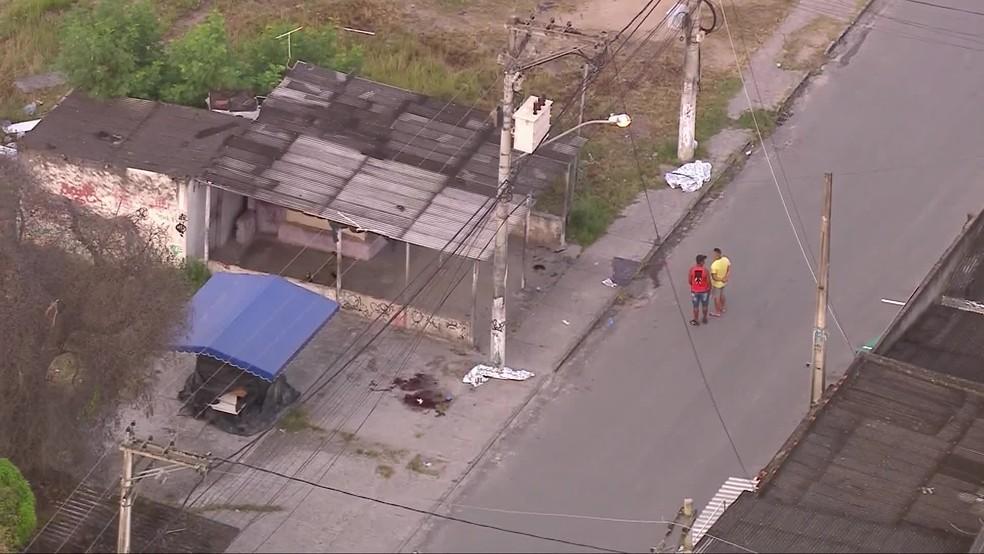 Marcas de sangue em um dos locais onde vítimas foram mortas, em Itaboraí, na Região Metropolitana do Rio — Foto: Reprodução/ TV Globo