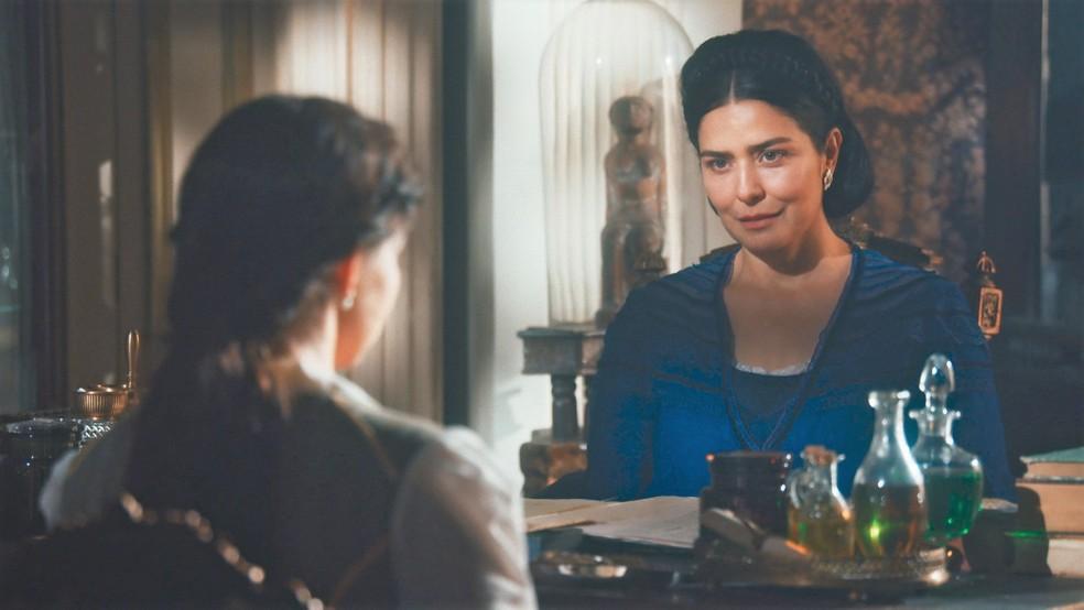 Teresa Cristina (Letícia Sabatella) desmente traição para Pilar (Gabriela Medvedovski) em 'Nos Tempos do Imperador' — Foto: Globo