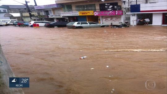 Chuva causa alagamentos e assusta moradores no Litoral Sul de Pernambuco