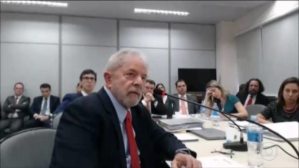 Lula em depoimento na Justiça Federal — Foto: Reprodução/JN