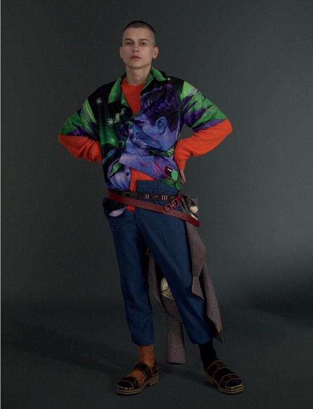 Camisa R$ 3.580, tricô R$ 3.030 e calça R$ 2.470 Prada   Blazer Gucci R$ 13.830   Cinto Salvatore Ferragamo R$ 1.790   Cinto de miçanga B.luxo R$ 120   Meias acervo (Foto: Gabriela Schmidt)