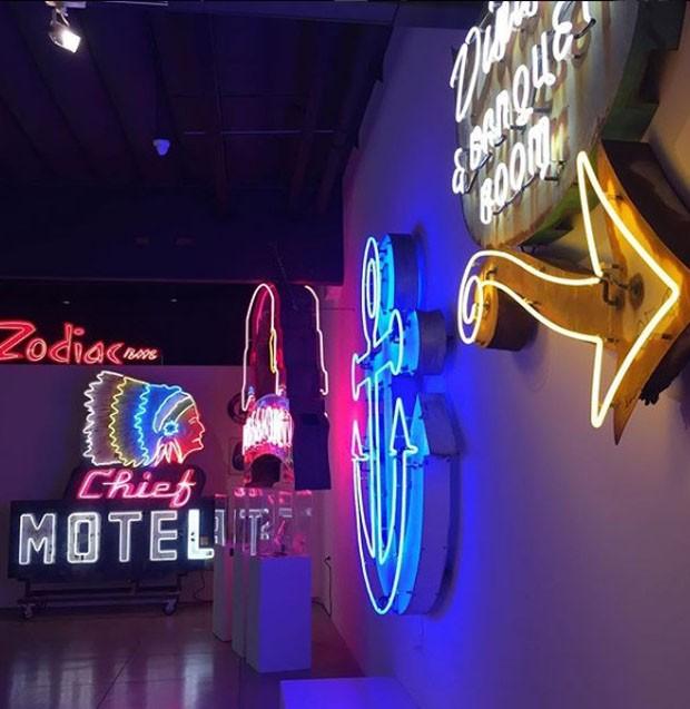 Centro de Visitas no Museu de Neon, em Las Vegas (Foto: MuseumOfNeonArt/ Instagram/ Reprodução)