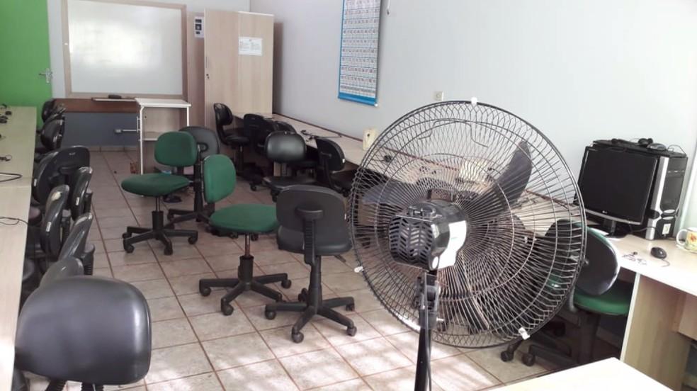 Suspeitos invadiram o laboratório de informática da escola e levaram aparelhos eletrônicos — Foto: Prefeitura de Cascavel/Divulgação