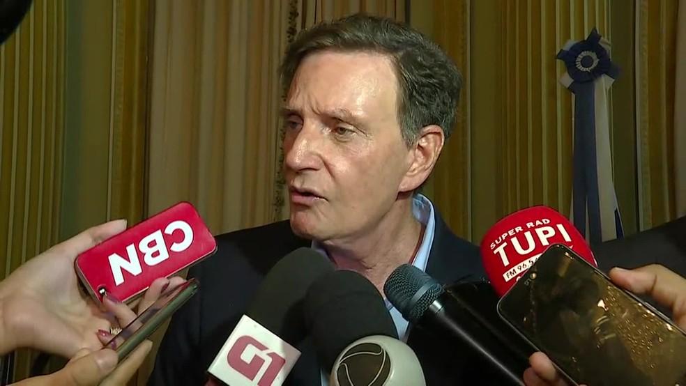 Crivella conversa com jornalistas após lançamento do novo portal da Prefeitura — Foto: Reprodução/TV Globo