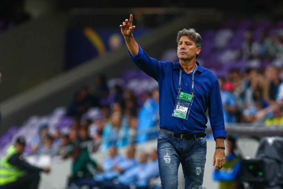 Renato precisou ajustar o nervosismo dos jogadores no intervalo (Foto: Lucas Uebel/Divulgação Grêmio)