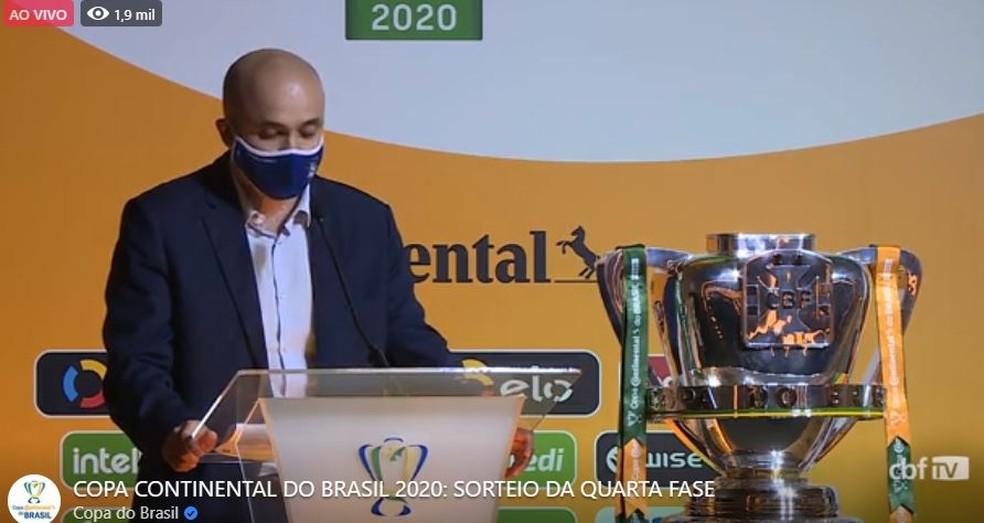 Manoel Flores, diretor de competições da CBF, abre o sorteio da Copa do Brasil — Foto: Reprodução