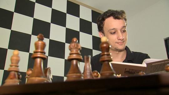 Revista de Sábado foi bater um papo com um dos melhores jogadores de Xadrez do país