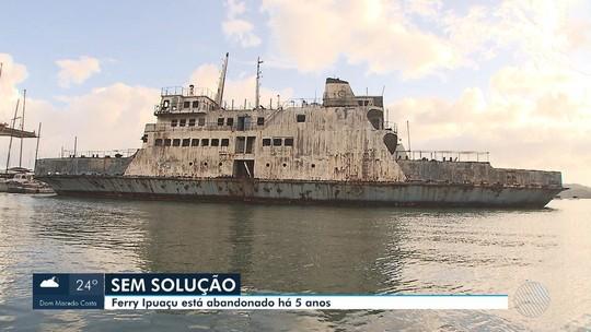 Ferries abandonados na Baía de Aratu geram gasto de R$ 140 mil