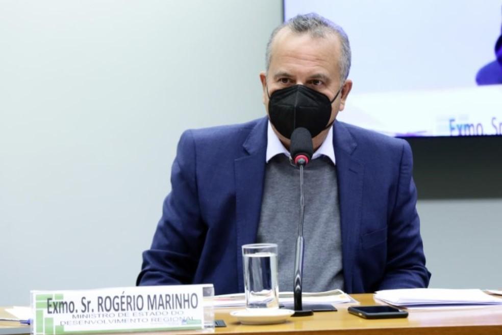 Ministro confirma reunião com filho de Bolsonaro e diz que só soube de quem se tratava quando eles foram apresentados