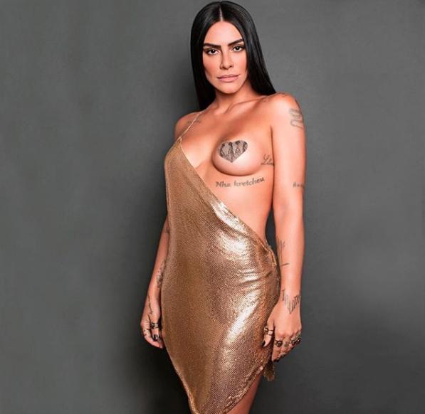 Cleo Pires e seu tapa-peito (Foto: Reprodução)