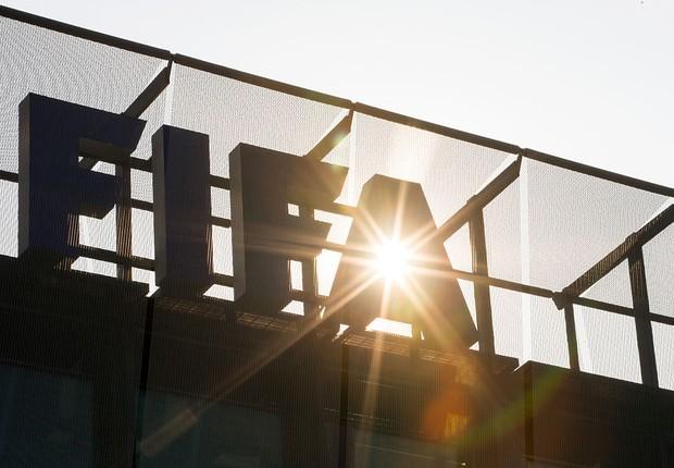 Logo da Fifa na sede da entidade, em Zurique (Foto: Philipp Schmidli/Getty Images)