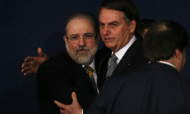 Augusto Aras e Jair Bolsonaro na posse do procurador-geral