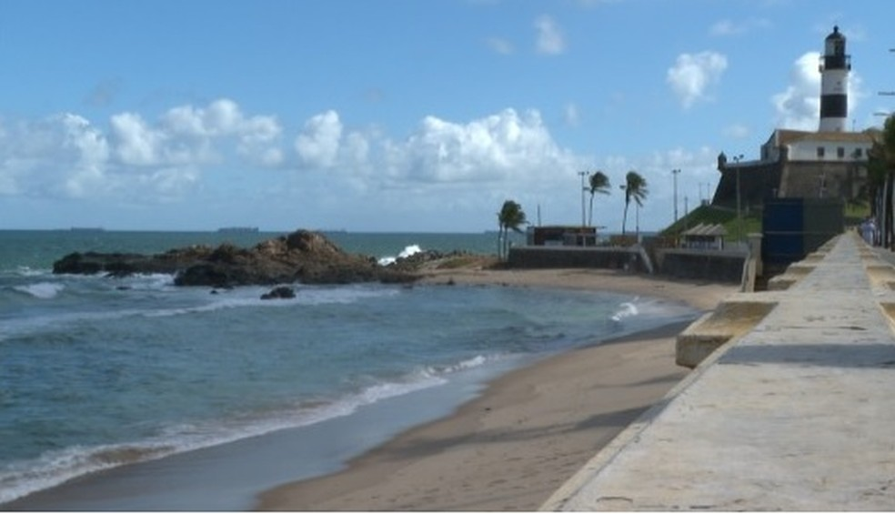 Praia do Farol da Barra está entre as impróprias — Foto: Reprodução/ TV Bahia