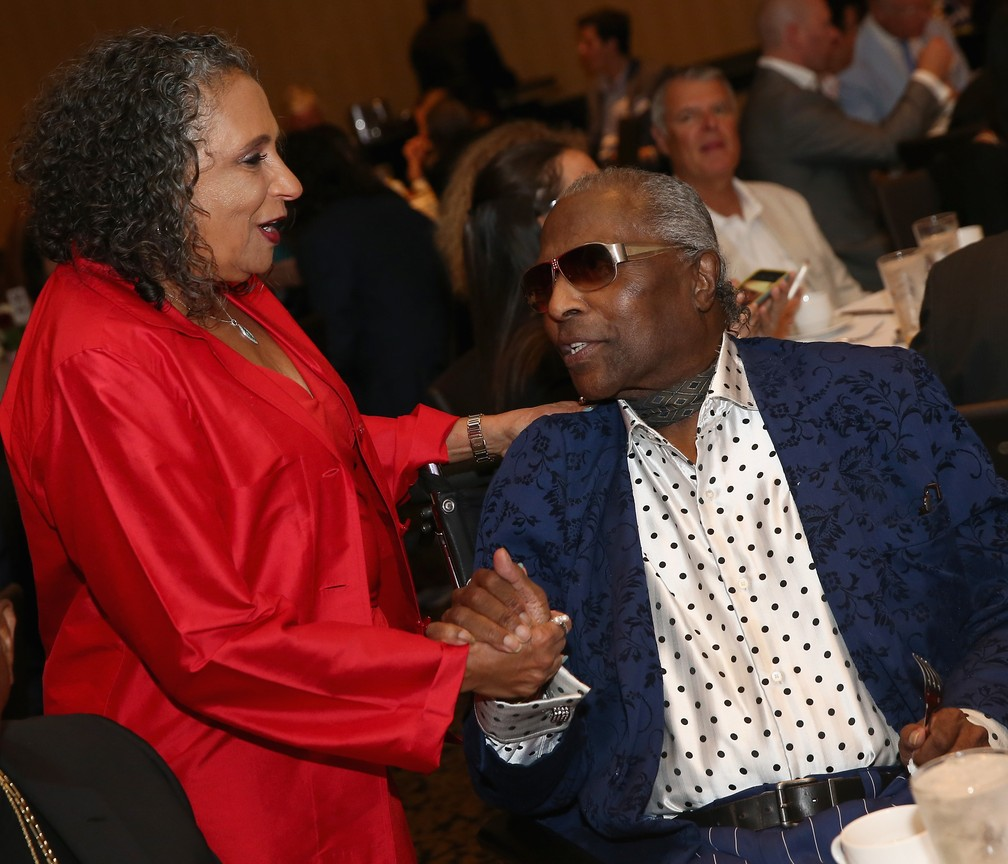 Cathy Hughes e Little Richard durante o NMAAM's Celebration Of Legends Red Carpet And Luncheon. Foto de 6 de maio de 2016, em Nashville, no Tennessee — Foto: Terry Wyatt/Getty Images for National Museum of African American Music/AFP/Arquivo