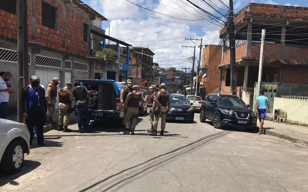 Policiais de pelo menos três corporações atuaram na ocorrência em Boa Vista do Lobato — Foto: Muller Nunes/TV Bahia