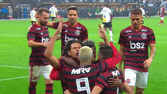 Números e opiniões: o duelo na ala entre Bruno Henrique e Fagner em Flamengo x Corinthians