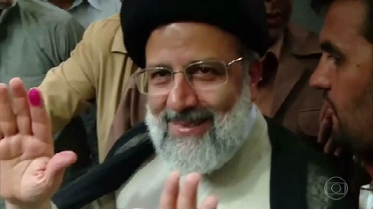 Ultraconservador Ebrahim Raisi vence eleições presidenciais no Irã