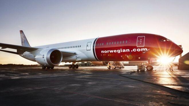 Para o Brasil, estão previstos quatro voos por semana (às segundas, quartas e sextas-feiras, além de domingos) com aeronaves Boeing 787-9 Dreamliner com até 344 assentos, considerando classe econômica e cabines Premium (Foto: Norwegian/via BBC News Brasil)