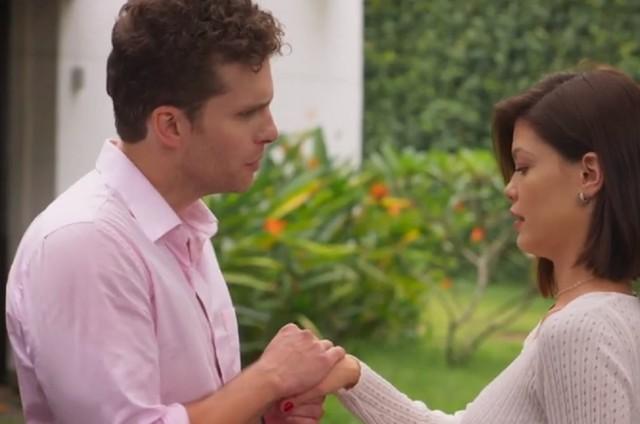 Alan (Thiago Fragoso) e Kyra (Vitória Strada) em 'Salve-se quem puder' (Foto: TV Globo)