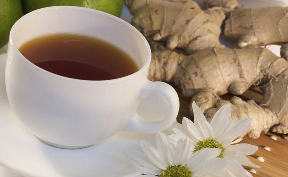 O chá de gengibre é uma das formas mais comuns de consumo da raiz; aprenda a fazer — Foto: Getty Images