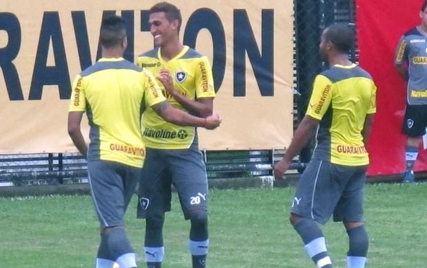 Antônio Carlos, Rafael Marques e Julio Cesar treino Botafogo (Foto: Thales soares)