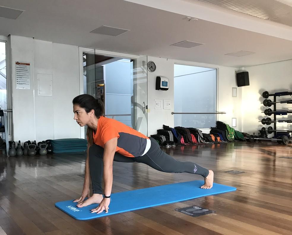Postura do Corredor (Ashva Sanchalanasana)  — Foto: Divulgação/Velox Fitness