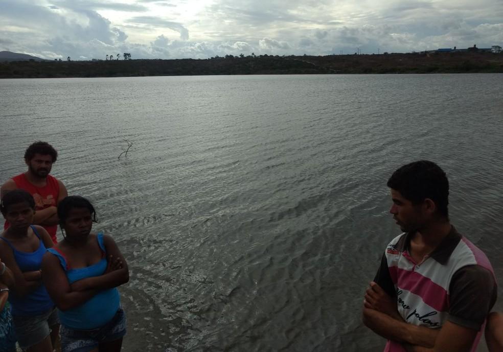 Acidente aconteceu na barragem do Sítio Cipó, em Caruaru, nesta quarta (20) (Foto: Corpo de Bombeiros/Divulgação)