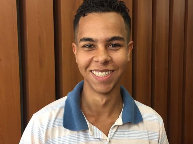 Pablo Júnior Oliveira de Paula espera que consiga oportunidade, em Goiânia, Goiás (Foto: Murillo Velasco/G1)