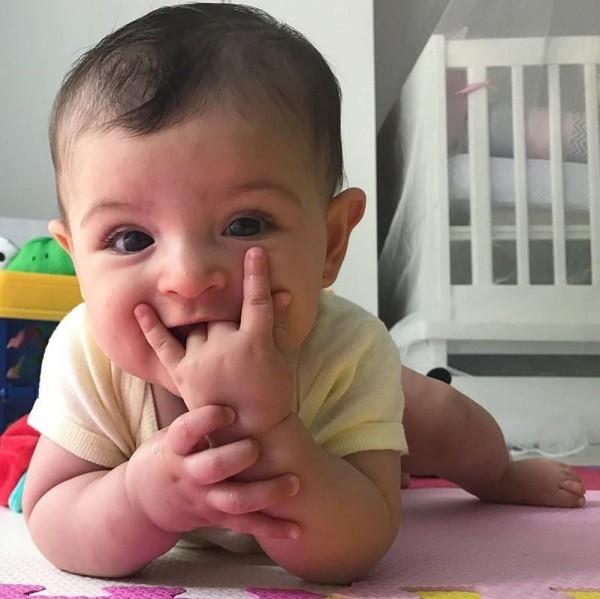 Nina filha de Carol Castro completa 6 meses este mês (Foto: Reprodução Instagram)