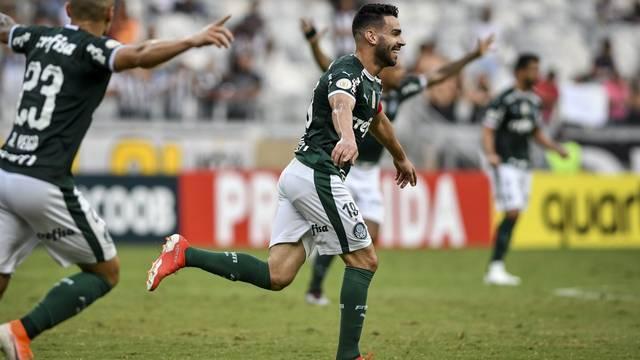 Bruno Henrique comemora o primeiro gol