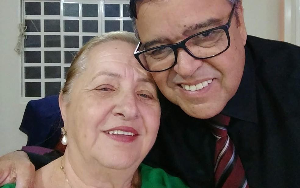 Secretário Assis Silva Filho e esposa — Foto: Reprodução/Facebook