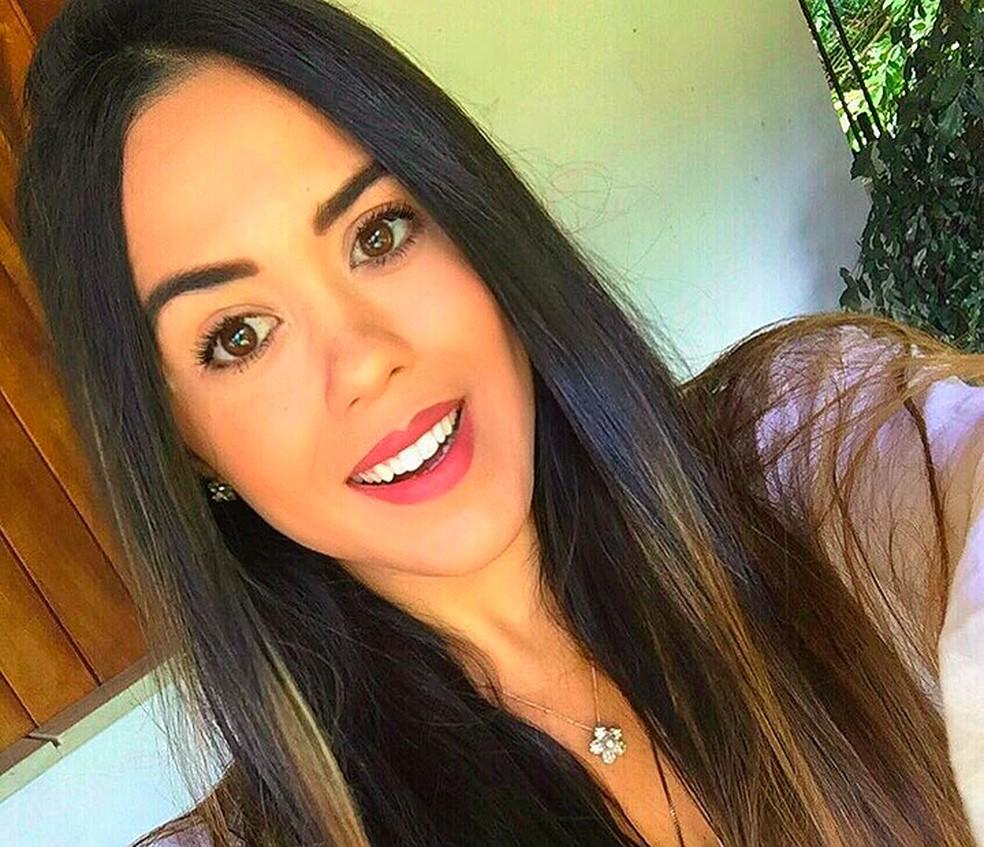 Karine tinha 33 anos e seguia de Itabuna para uma confraternização familiar, em Ilhéus, quando o acidente aconteceu (Foto: Reprodução/ Instagram)