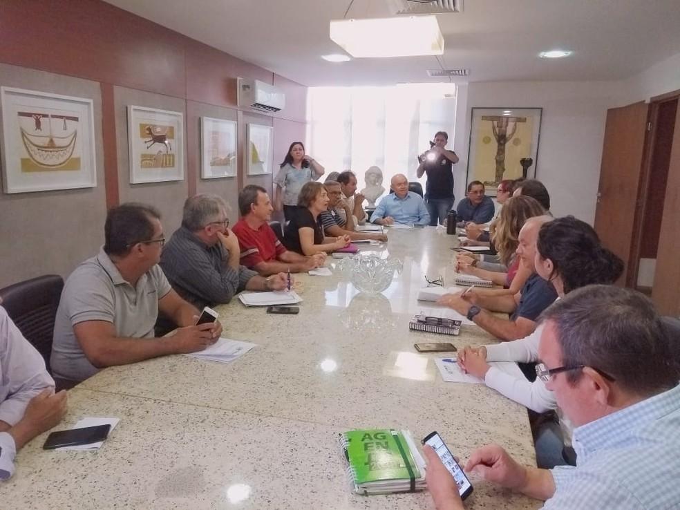 Servidores se reuniram com o governo do RN nesta quarta-feira (23), para tratar do decreto das licenças-prêmio — Foto: Acson Freitas/Inter TV Cabugi